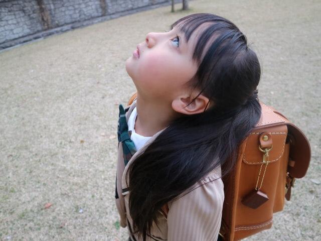 学校からの帰り道に『親の笑顔』を神に願う子