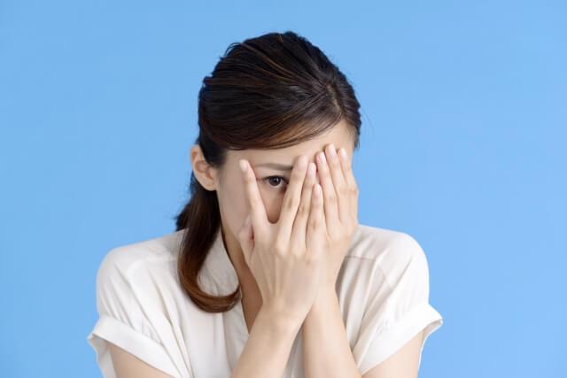対人恐怖で悩む人のクセ①「どう思われるか」が異様に気になる