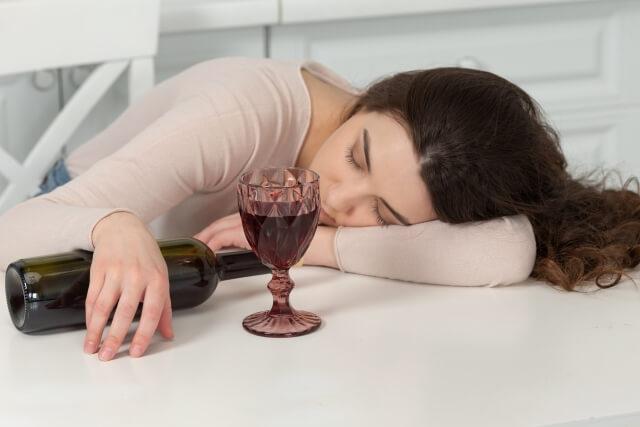 最初はアルコール依存症の親から始まった