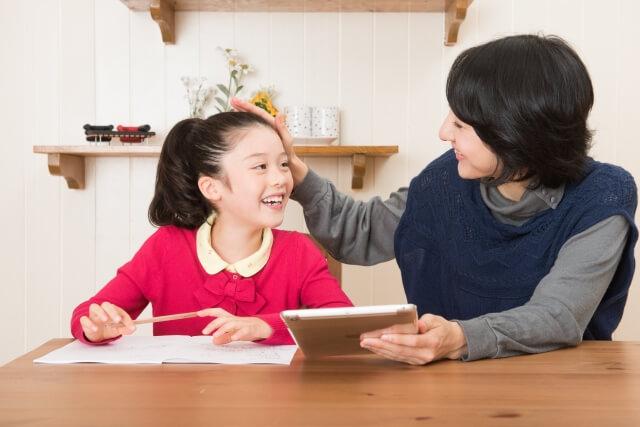 ACの親は子どもを褒めると「つけあがる」と言い張る