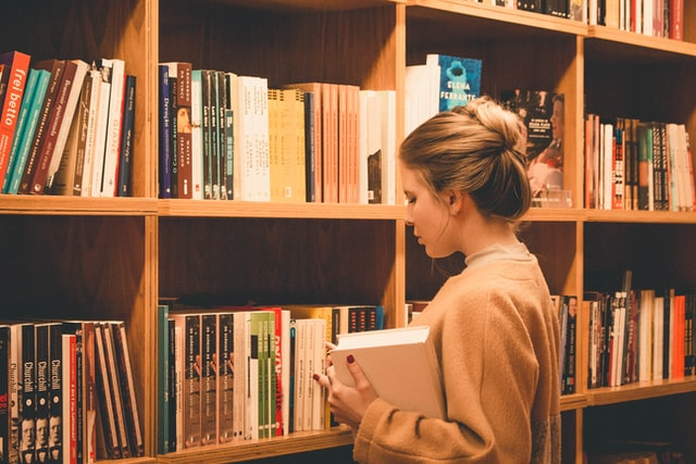 HSP関連本を心理カウンセラーがレビュー【敏感な人や内向的な人がラクに生きるヒント】